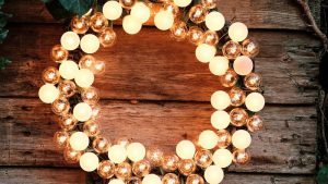 Glowing Electric Wreath: Outdoor Patio Lighting Ideas